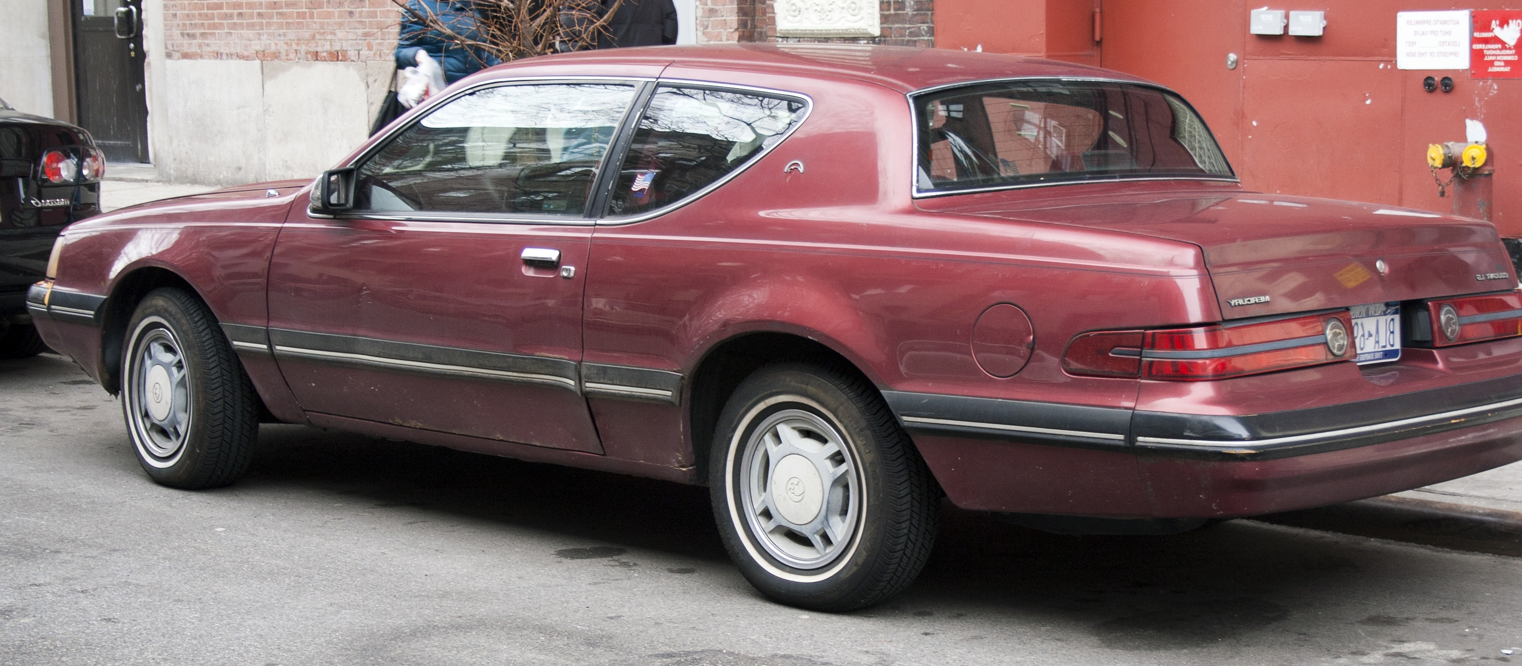 Description 1988 Mercury Cougar.jpg